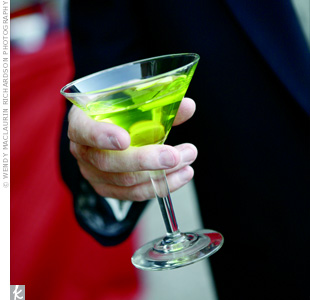 Before the ceremony, guests enjoyed fresh-squeezed limeade. The green drinks coordinated with the other details at the wedding.
