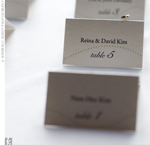 A wavy, dotted line that appeared on the invitations carried over to the simple, tented escort cards. No, the fly wasn't a part of the design!