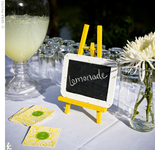 A miniature chalkboard on a bright yellow easel let guests know there was ice cold lemonade available.