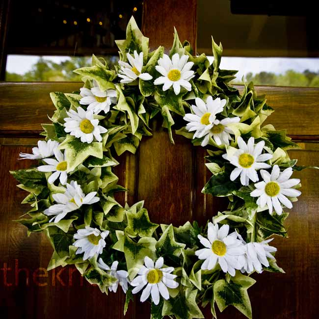 Cheery daisies on a wreath of green ivy brought the color scheme together for the perfect door décor.