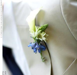 Adam wore a single white calla lily collared with a ring of blue and white blooms on his lapel.