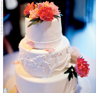 Rebekahs lace gown influenced the design of the cakes center tier decoration.