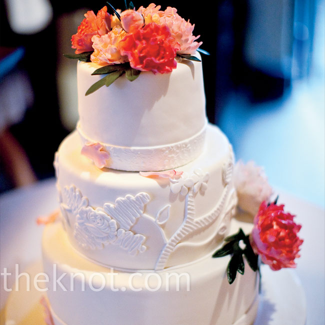 Rebekah's lace gown influenced the design of the cake's center tier decoration.