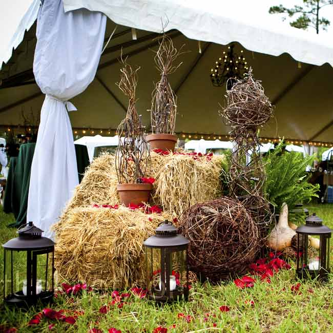 Outside the tent, branches, and bales of hay spruced up the space in a country-chic way. Lanterns lit the scene once night fell.