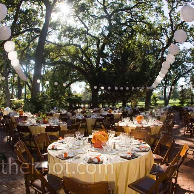 Guests dined al fresco at round tables set with butter-yellow linens and chocolate-brown hemstitch napkins. Wooden folding chairs suited the natural setting.