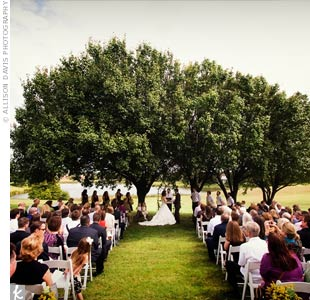 Holly and Brian exchanged vows under a few trees in an open field. We decided to stick with very traditional vows because we felt that there was something to be said for saying the same thing as so many people before us, say Holly.