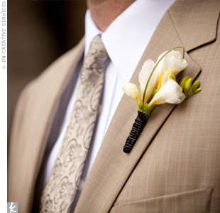 Matt wore a sprig of ivory freesia with a loop of bear grass for a more masculine look.