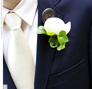 To match Kelly's and the girls' bouquets, Dave's boutonniere was an ivory peony bud accented by a fiddlehead fern.