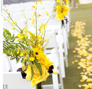 The site needed little décor, so yellow rose petals along the aisle and yellow blooms tied to the chairs with chocolate-brown bows did the trick.