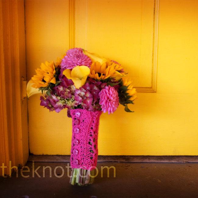 Kaili carried a mix of fuchsia hydrangea, yellow sunflowers, fuchsia dahlias, yellow calla lilies, and fuchsia cymbidiums. The stems were tied together with a pink knitted wrap that the planner's sister made by hand.