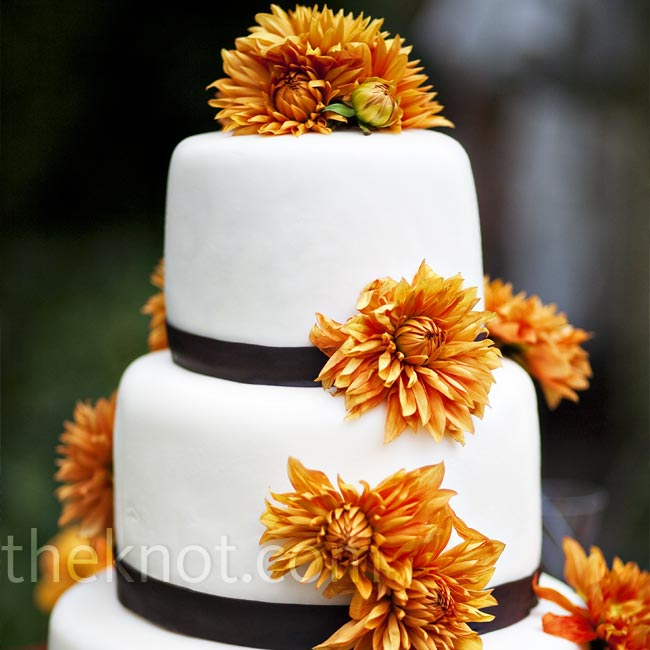 Leila's childhood friend, a pastry chef, offered to make the couple's wedding cake. She made it in Oregon (where she lives) and drove it down to decorate on-site. Fresh orange dahlias provided a dramatic contrast to the smooth fondant.
