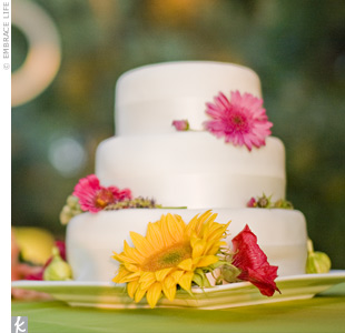 As a wedding gift, the couple's close friend (a pastry chef at French Laundry) made the wedding cake. She covered it with sparkled white fondant and decorated the tiers with fresh figs and flowers.