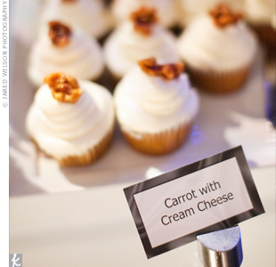 Alissa and Matthew chose to forgo the cake cutting tradition and instead treated guests to a buffet of sweet treats like carrot cupcakes with cream cheese icing.