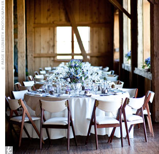 Natural burlap overlays complemented the barn setting. Casual family-style seating arrangements made the space more intimate.
