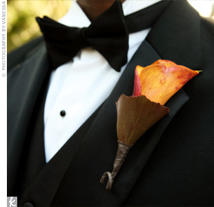 The guys boutonnieres' followed the same pattern as the girls: Stuart wore a white calla lily and his groomsmen wore orange ones.