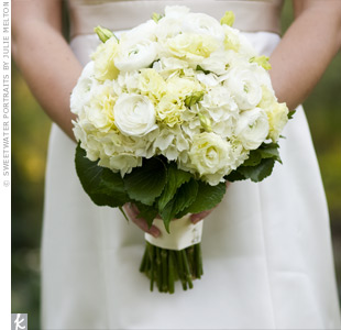 Johanna carried a mostly ivory bouquet of viburnum, ranunculus, and hydrangea.
