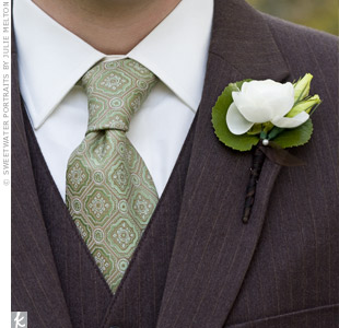Justin's ivory and green boutonniere included ranunculus and lisianthus buds.