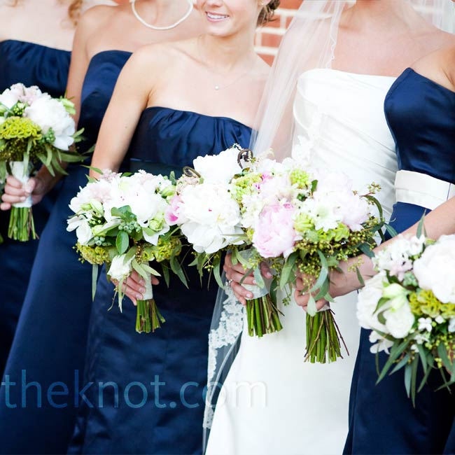 The five bridesmaids wore full-length navy blue dresses of different styles by Vera Wang and carried bouquets that resembled Lindsay's.