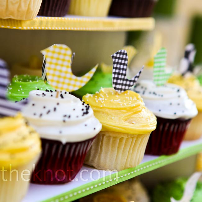 Andrea is known for her love of cupcakes, and she wanted to share them with her guests. Alternating flavors and frosting colors made for a pretty display, and homemade paper birds topped them off.
