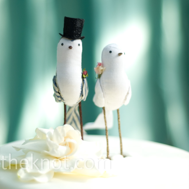 Courtney gave her mom free reign to design the wedding cake. For the topper, she chose two lovebirds made of seersucker fabric.