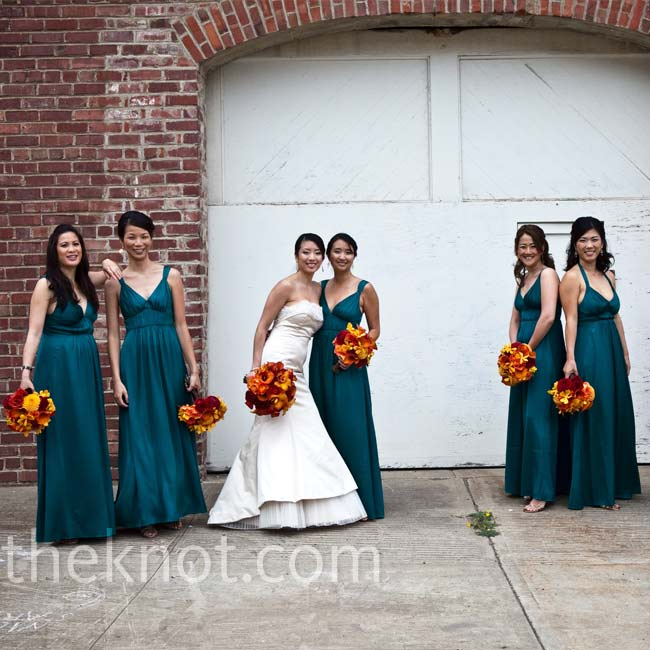The bridesmaids wore floor-length dresses; some of them changed the straps to a halter style to better fit their body types. So they'd stand out against the décor, Mimi chose a peacock-blue hue.