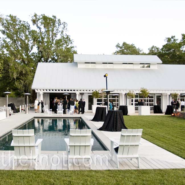 The couple wanted their guests to enjoy the venue in the daylight but they also wanted an evening wedding. The compromise? They had two cocktail hours -- one before and one after the ceremony.