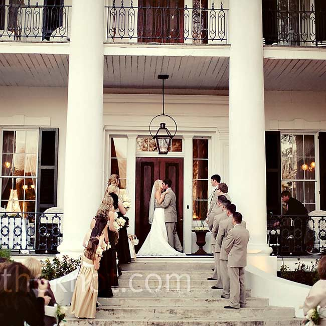 The ceremony took place on the front steps of the plantation. Because they are both from very religious backgrounds, Annah and Travis chose to recite traditional vows.