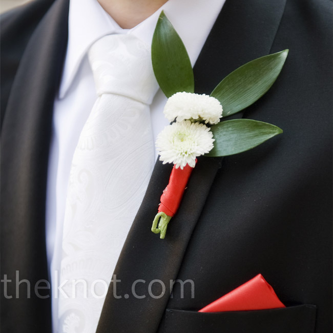 Steve and his groomsmen wore boutonnieres made up of white button mums and three green tea leaves wrapped in a red satin ribbon.