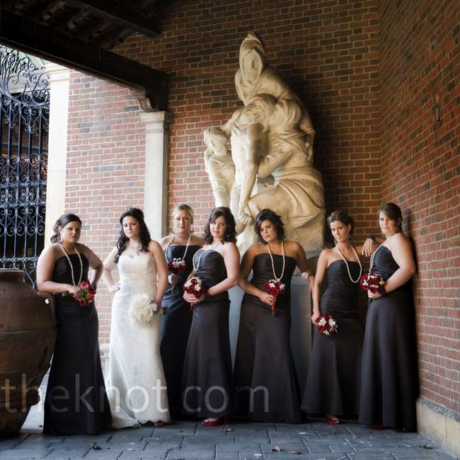 Lindsay dressed her maids in flattering floor-length black Alfred Angelo dresses with long pearl and crystal necklaces and red satin peep-toe pumps.