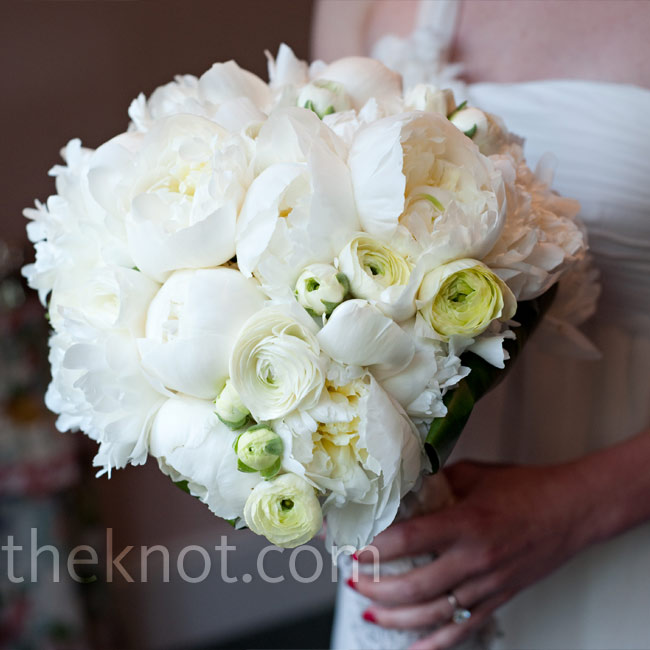 For a classic white bouquet with a sophisticated twist, Jenni carried Huan's favorite flowers, peonies, along with lots of ranunculus and a piece of lace from her mother's wedding dress.