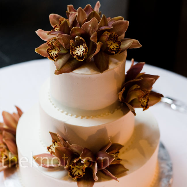 Fresh orchids were the focus of the cake against a simple, dotted butter cream cake frosting.