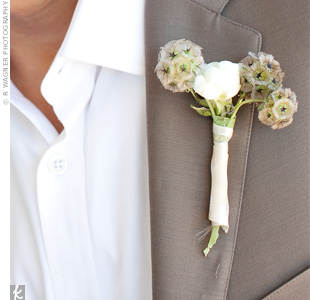 Michaels boutonniere consisted of scabiosa and ranunculus, which matched Gabrielles bouquet and nicely complimented his tan-colored suit.