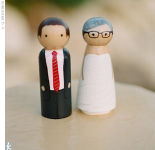 Leesy ordered a custom-made peg bride and groom at a store on Etsy.com to use as the cake topper.