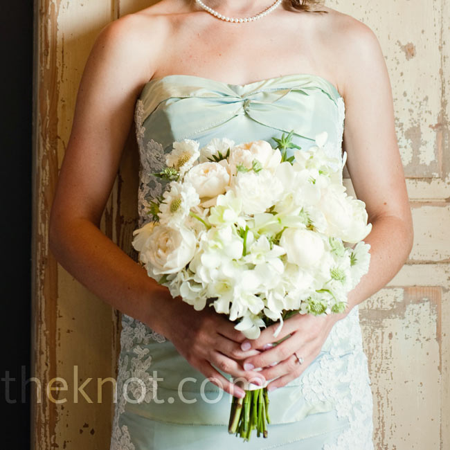 Katie readily admits that she had almost nothing to do with her wedding bouquet -- she gives all the credit for her romantic garden rose, tulip, and ranunculus bouquet to her florist!