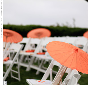 The couple set out orange parasols at the ceremony to help guests keep cool.
