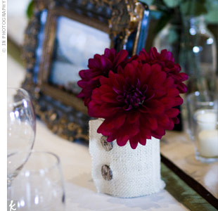 To tie the centerpiece vases in with the rustic mountain surroundings, Mason jars were wrapped in burlap and secured with two wooden buttons.