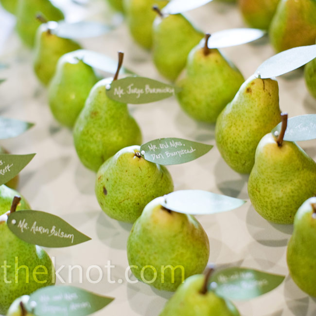 Fresh pears perfectly matched the color palette. Michelle cut green paper into leaf shapes for the guests' names and tables, and then she attached them with pins.