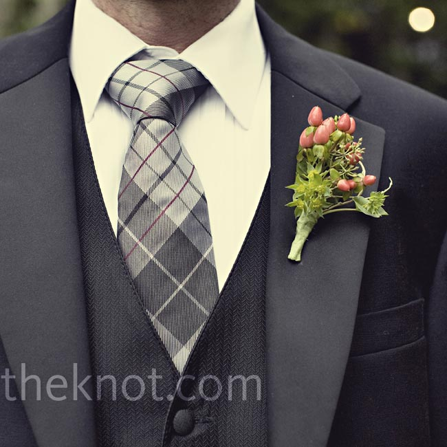 Nathan wore a boutonniere of red berries and curly willow for a fresh-picked garden look to match the locale.