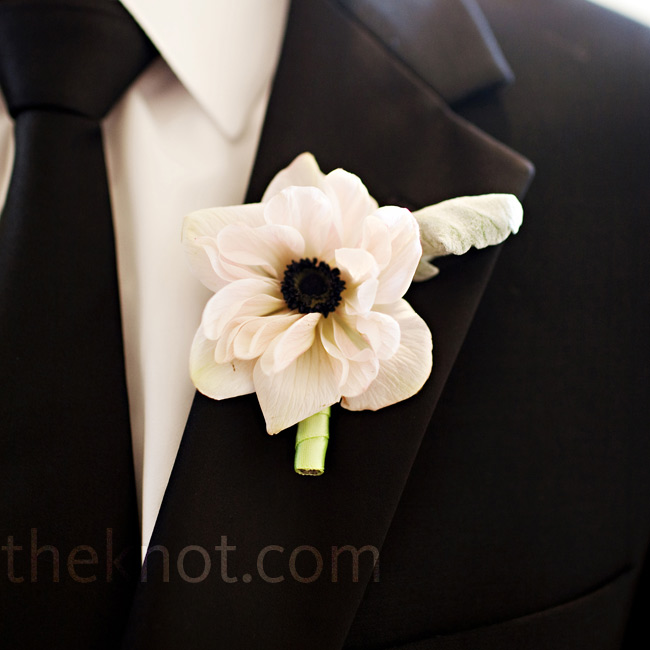 A white anemone boutonniere added a simple touch to the guys' lapels and looked good next to their skinny black ties.