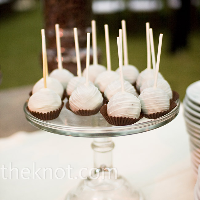 For a twist on the typical candy bar, the couple also had a cake lollipop station.