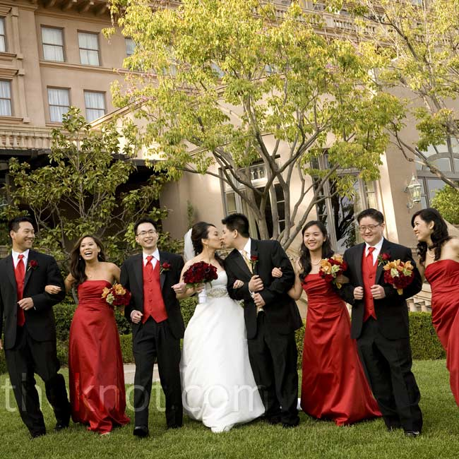 The three bridesmaids (Pinyu's cousins) wore red satin gowns. While the guys coordinated in red ties and vests, John stood out in champagne accoutrements.