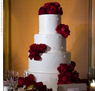 The couple opted for a cake with a simple dotted design decorated with red roses.