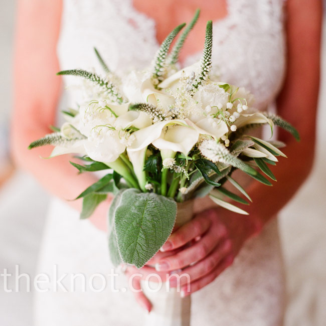 Susannah carried a simple green and white bouquet with a just-picked look.