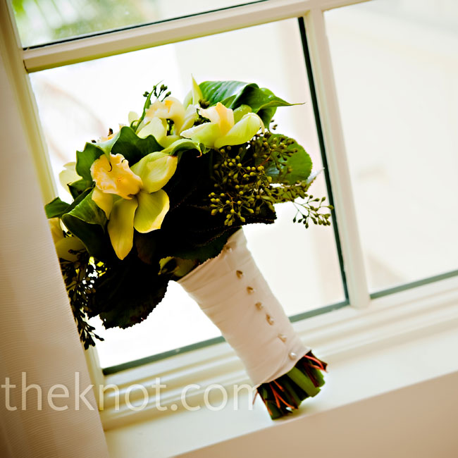 Randie carried a round bouquet of green goddess calla lilies and pale green cymbidium orchids.