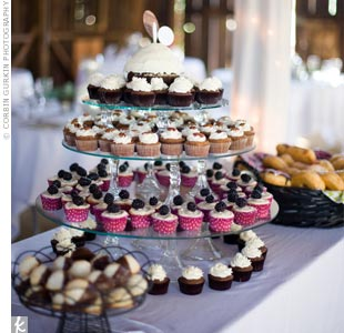 """Color-coded paper liners differentiated between the three cupcake flavors: carrot cake, pound cake and """"purple velvet."""""""