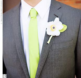 DIY fabric boutonnieres adorned with colorful buttons were the perfect complement to the couple&#39;s low-key aesthetic.