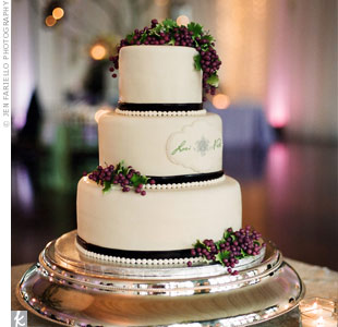Vineyard-Themed Wedding Cake