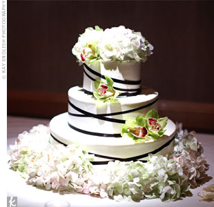 Elizabeth found a picture of her dream cake, simple and modern, on TheKnot.com.