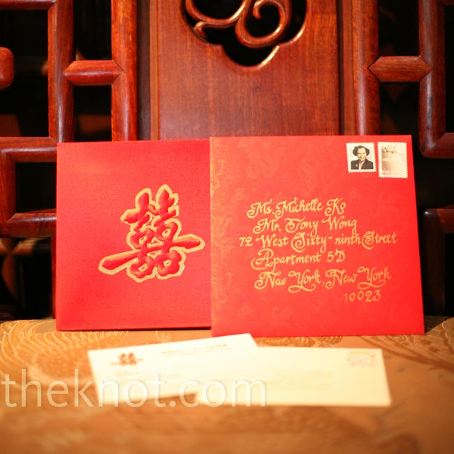 In keeping with the color scheme, the red invitations featured gold calligraphy in both languages.