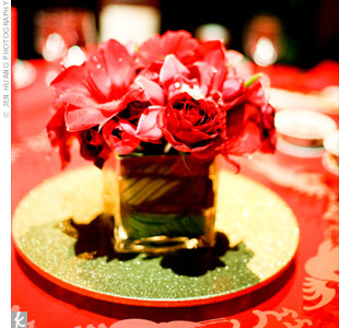 The low arrangements of red flowers added just a touch of decor without being too overbearing with the already lavish reception space.
